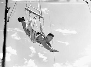 Cpl N.R.V. Chapman, Canadian parachute candidate, in training at the U.S. Army Parachute Training School, 1943 / Le cpl N.R.V. Chapman, candidat canadien en parachutisme, en entraînement à la U.S. Army Parachute Training School, 1943
