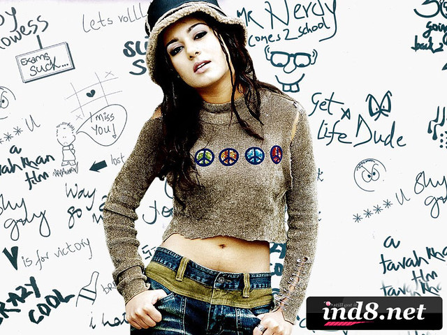Amrita Rao wallpaper from Main Hoon Na - ind8.net | Amrita R… | Flickr
