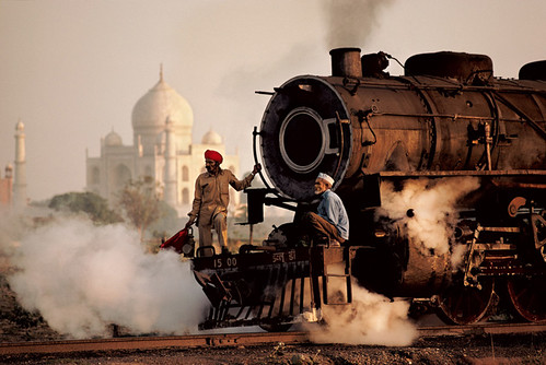 Steve MCCURRY - Taj Mahal & Train   by GallArt.com