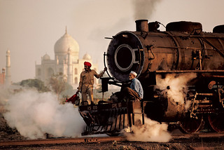 Steve MCCURRY - Taj Mahal & Train | by GallArt.com