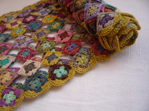 mini granny scarf. | by Facile Cécile!