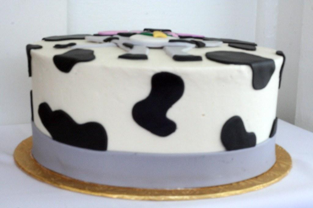 Stupendous Cow Birthday Cake Polkadots Olga Flickr Funny Birthday Cards Online Amentibdeldamsfinfo