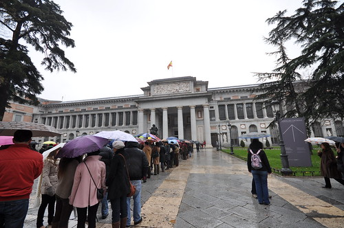 Queuing to enter to the amazing Museo del Prado | by Jorge Lascar