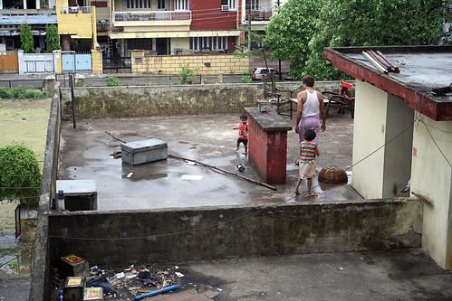 ベナレスのホテルから見た隣の家の屋上 | by kimama_labo