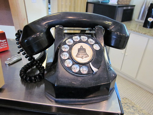 Mandeville Maxens telephone   by Infrogmation