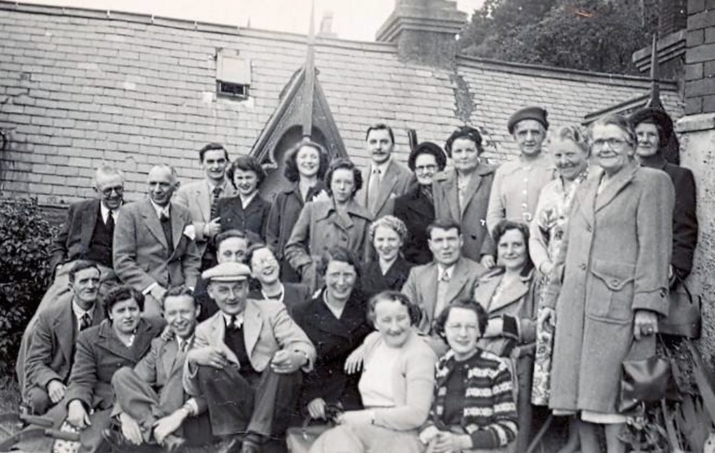 Hucknall ... staff at F.J. Bamkin (hosiers) on an outing - 1930s?