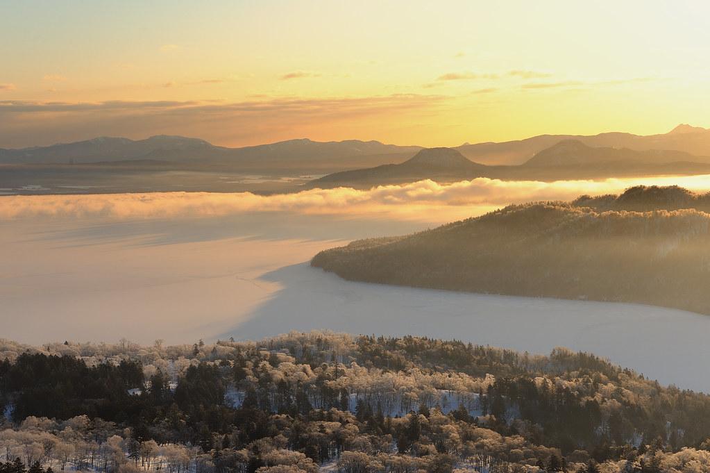 Sonnenaufgang über dem Kussharo-See