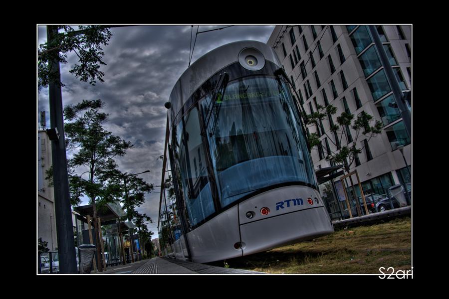 Marseille, la joliette, tramway par karim saari