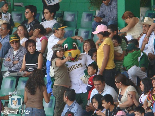 DSC00768 Afición poblana en el estadio H. Serdán por LAE Manuel Vela