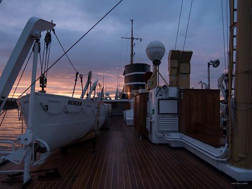 bergen deck hordaland hurtigruten msnordstjernen norway norwegen schiff ship sonnenaufgang spitzbergentravel sunrise vestlandclassic no