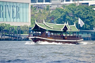 Shuttle boat of the Peninsula hotel on the Chao Phraya river in Bangkok, Thailand | by UweBKK (α 77 on )