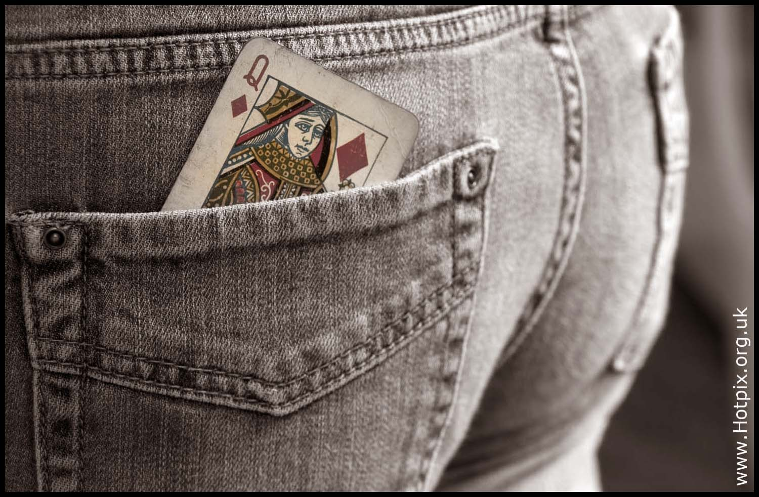 Playing,card,selective,colour,sepia,b/w,red,lady,jean,bottom,woman,womans,jeans,blue,ass,desaturated,muchacha,femenina,de,la,mujer,se\u00f1ora,female,girl,\u5973\u6027\u30e1\u30b9\u306e\u5973\u6027\u306e\u5973\u306e\u5b50,\u592b\u4eba\u5973\u6027\u5987\u5973\u5973\u5b69,fille,f\u00e9minine,femme,dame,hotpix!
