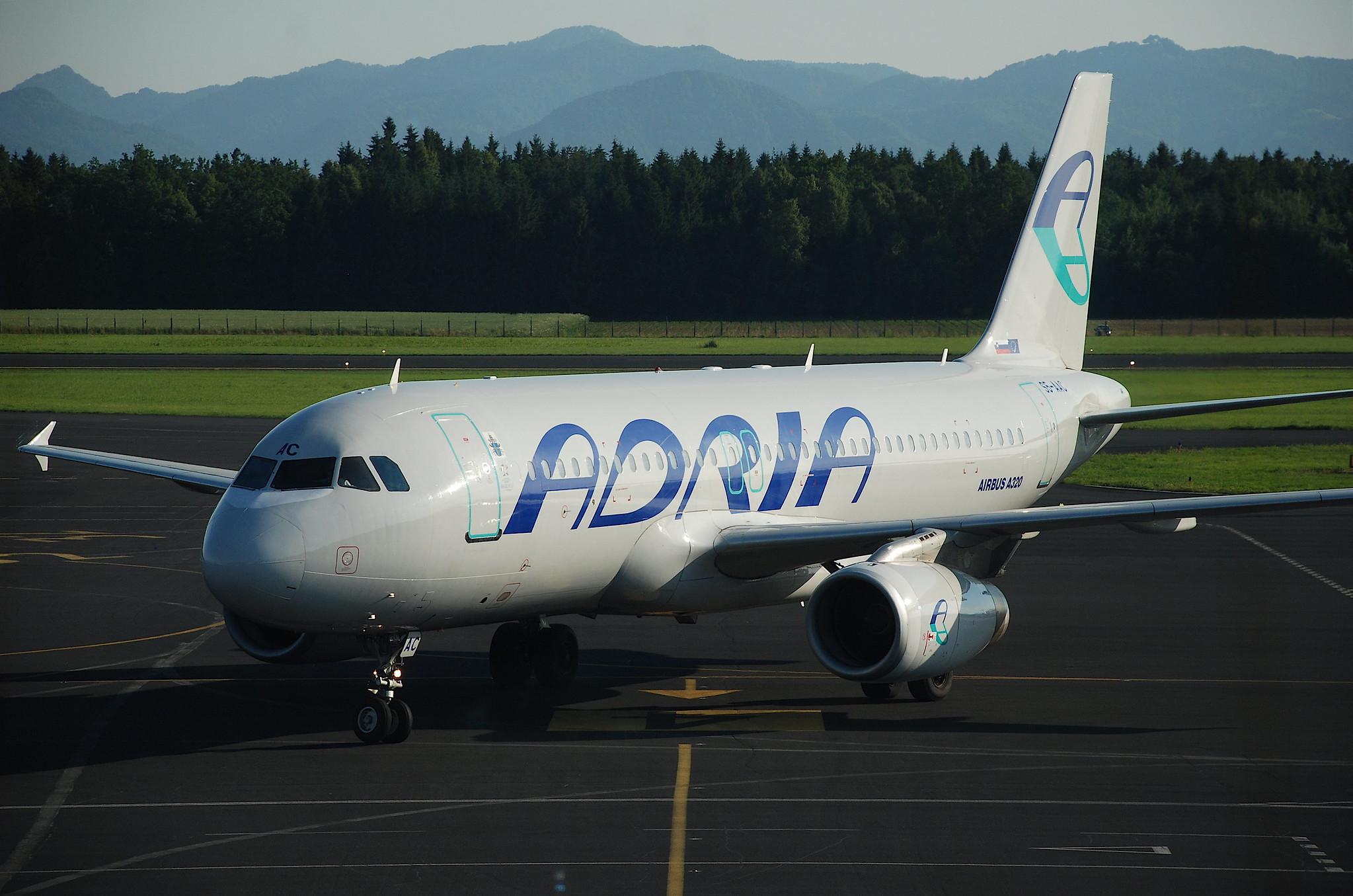 Adria Airways Airbus A320-231; S5-AAC@LJU;14.06.2009/540bf