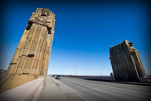 bridge ohio sculpture history statue geotagged nikon raw nef perspective clevelandohio transportation artdeco bobhope uwa cs4 loraincarnegiebridge hopememorialbridge nrhp d3s nikkor1424f28 nikongp1 pse8 williamhenryhope albertsporter