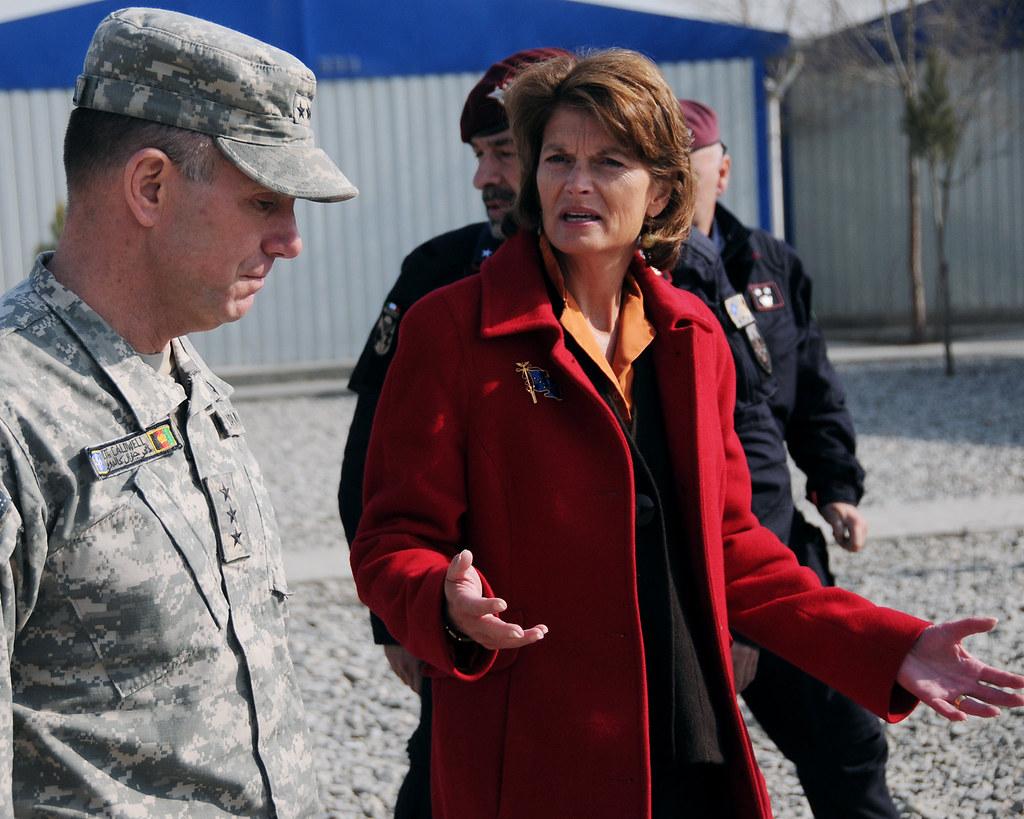 Lt. Gen. Caldwell talks with U.S. Senator Lisa Murkowski during a tour