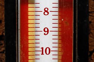 gas manometer   by Leo Reynolds