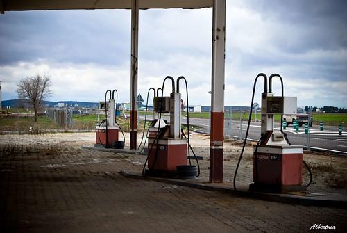 Gasolinera abandonada | by albertma.