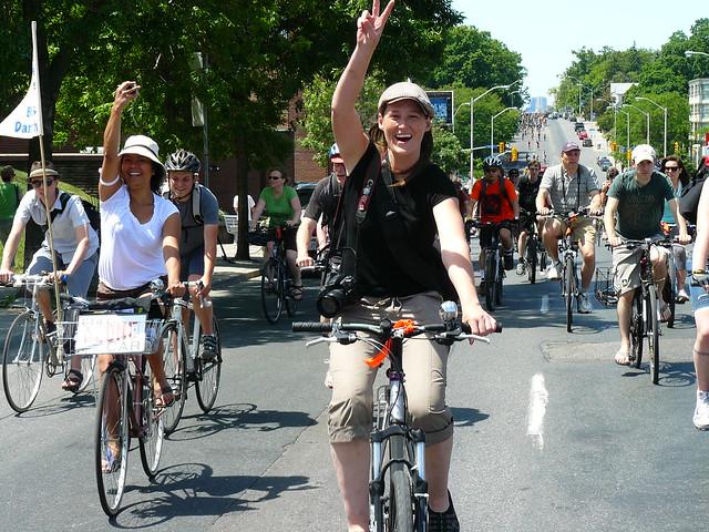 Sat, 05/29/2010 - 15:28 - bells on bloor, bike month, 2010, bloor, bike lanes, activism,