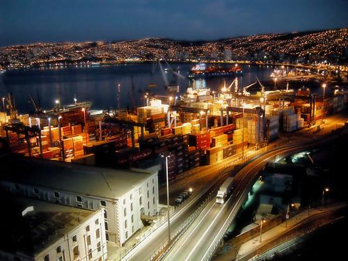 chile city sea port photoshop puerto atardecer lights evening luces bay mar ships hills paseo shore verano cerros valparaíso contenedores buque orilla bahía carga 21demayo nijon
