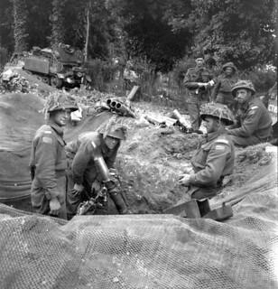 A three-inch (7.62 cm) mortar crew of Support Company, The Regina Rifle Regiment, Bretteville-l'Orgueilleuse, France, ca. 9 June 1944 / Le personnel de tir d'un mortier de trois pouces (7,62 cm) de la Compagnie d'appui, le Regina Rifle Regiment