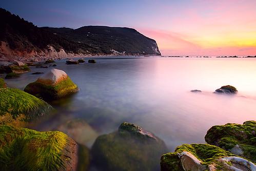 sea verde green beach sunrise riviera mare alba conero marche ancona sanmichele alghe sirolo sassineri