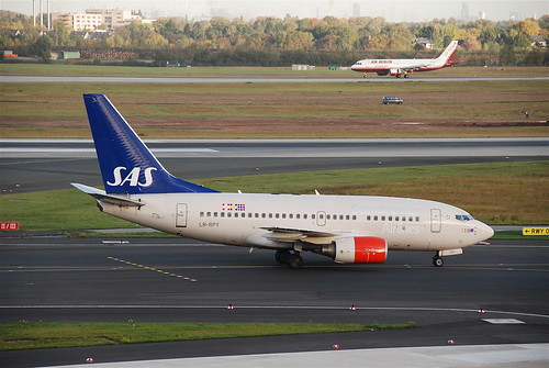 Scandinavian Airlines Boeing 737-600; LN-RPY@DUS;13.10.2009/558ce | by Aero Icarus