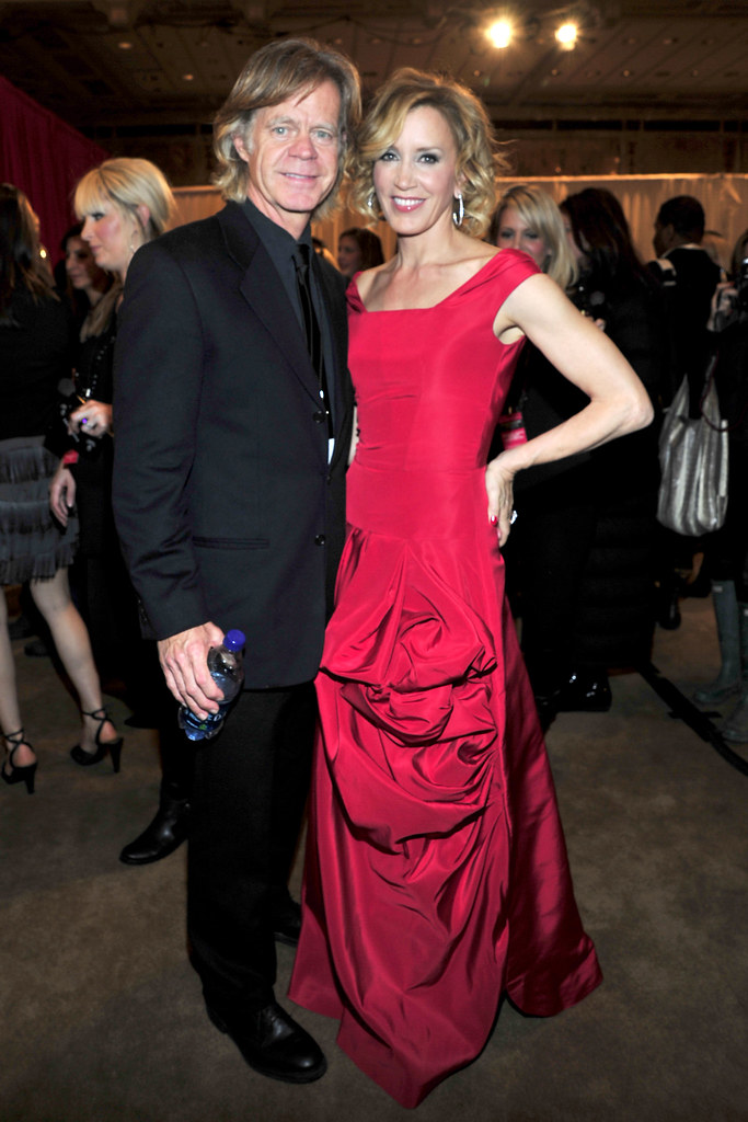 Felicity Huffman in Oscar de la Renta with William H. Macy at The Heart Truth's Red Dress Collection 2010