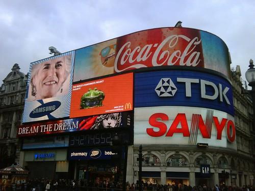 England, London: Buy, buy   by kool_skatkat