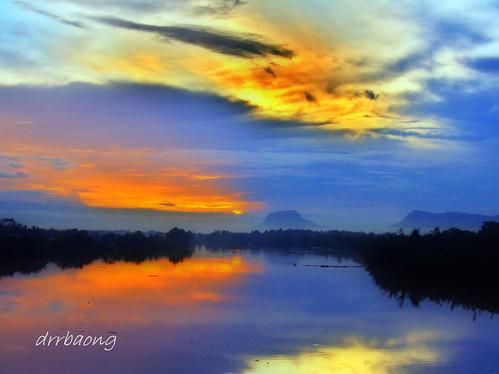 sunset sky cloud river sarawak malaysia breathtaking kuching senja sungai sungaisarawak breathtakinggoldaward breathtakinghalloffame sgsarawak