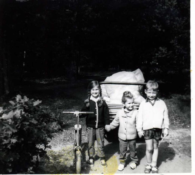 all safe and sound now , once more , between the little children (really a load off my mind ...) in holiday camp 'De Bonte Vlucht' in Doorn in the province of Utrecht in the Netherlands in or around the year 1965