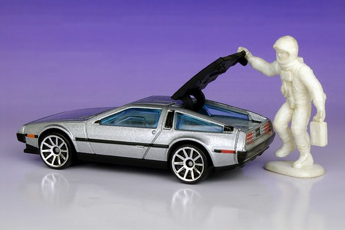 3 Out Of 4 Giant Astronauts Prefer The Easy-Opening Hatch On The New DeLorean DMC-12 | by HaarFager