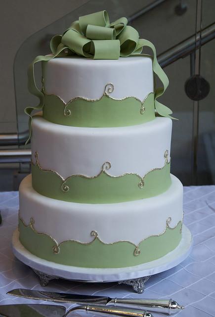 W9116 - elegant wedding cake