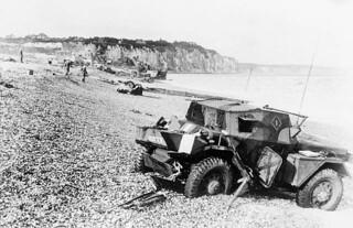 Scout car abandoned during the raid on Dieppe / Véhicule de reconnaissance sur roues abandonné pendant le raid sur Dieppe