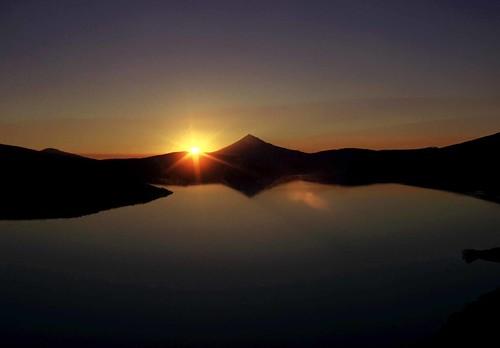 sunset film silhouette oregon mount cascades mcloughlin 19732004