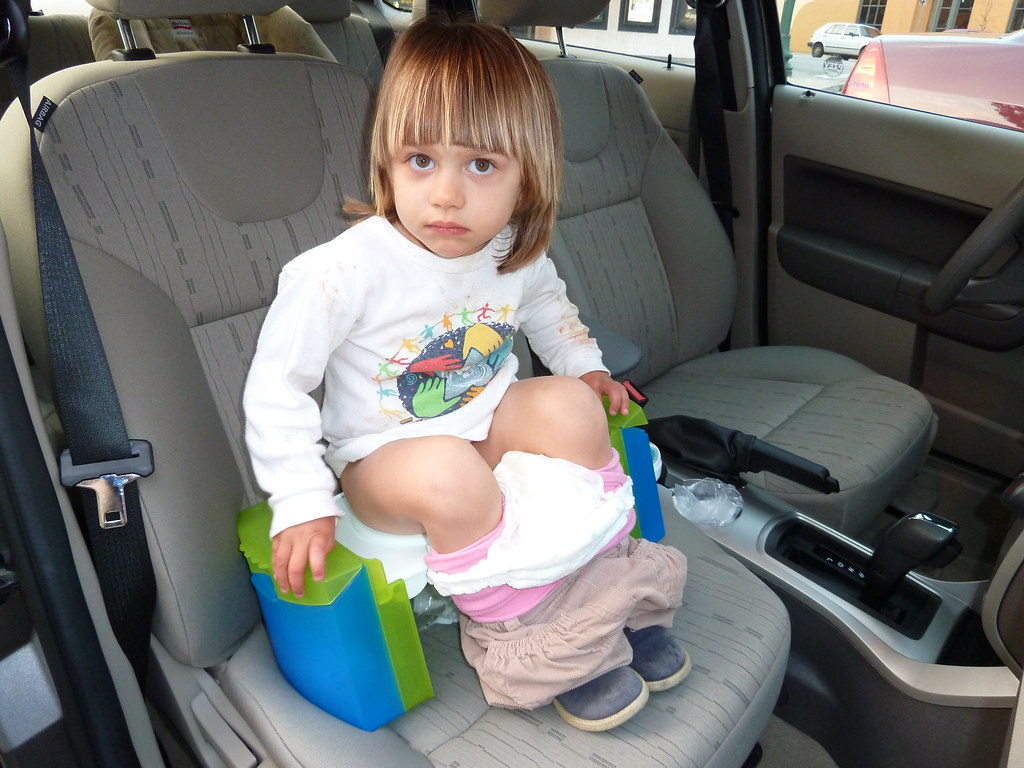 Pooping in the Travel Potty | Juliana tests out the faciliti