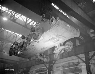 Valentine tank chassis in Angus Works / Châssis de char d'assaut Valentine dans l'usine Angus
