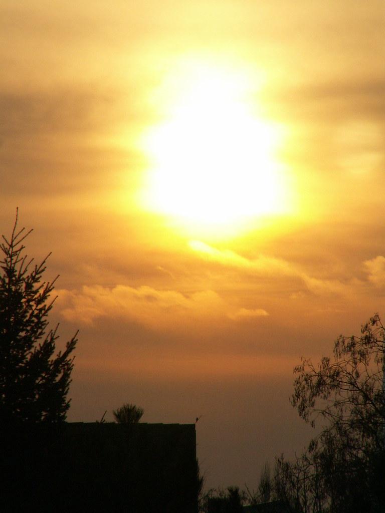 Die Illuminaten versuchen bei Sonnenaufgang Verwirrung und Uneinigkeit unter den herrschenden Mächten in der westlichen Welt zu schüren. Die Illuminaten wollen Sie glauben machen, dass die dunklen Mächte und Satans Günstlinge die Mehrheit der Nationen und den Himmel kontrollieren, so dass ihr Volk kontrolliert und unter ihre Herrschaft gebracht werden muss 016