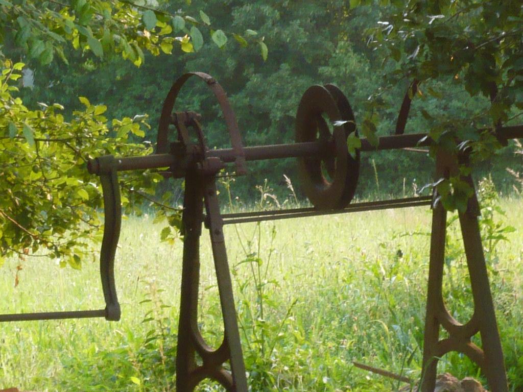 ... La manivelle du vieux puits - by Manoir de la Boirie