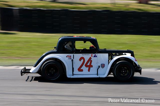 Legends Car Racing at Brands Hatch | Driver Andrew Wallton/R
