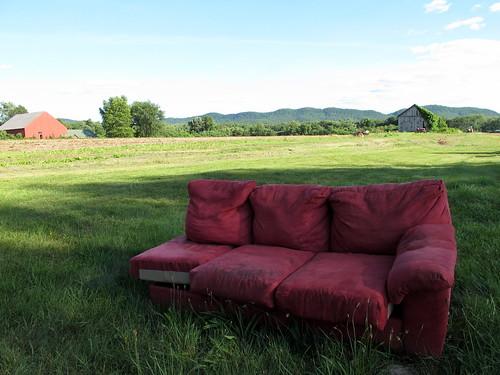 red barn rural geotagged farm empty seat massachusetts sofa hadley bayroad westernmass holyokerange pioneervalley assignment6 trailerfullofpix northamptoncc tfop geo:lat=42333954 geo:lon=72583301