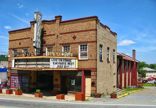 geo:lat=4170907200 geo:lon=7462877900 geotagged newyork southfallsburg unitedstates usa theater marquee catskills borschtbelt neon sign rivoli sullivancounty