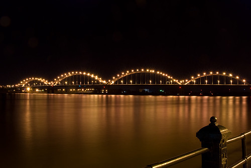 longexposure bridge water night river mississippi landscape lights illinois nikon landmark iowa clear d200 davenport quadcities rockisland miracleman robmiracle centinnelbridge