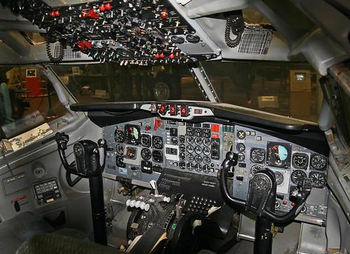 cockpit panam flightdeck boeing707 jetage bdl newenglandairmuseum classicairliner panamericanworldairways preservedaircraft kbdl museumaircraft boeing707320 classicjetliner boeing707321 n714pa jetclippergoldeneagle