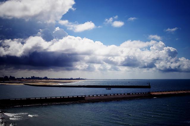 海、城市   Pentax KX + M28/F2.8   賢明   Flickr
