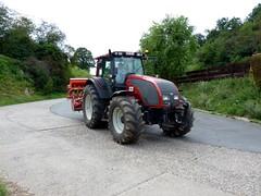 Tractor Valtra.....