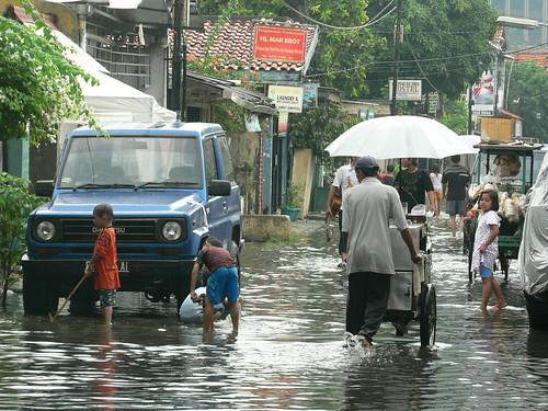 Jakarta inondation sur jalan Kebon Sirih Barat