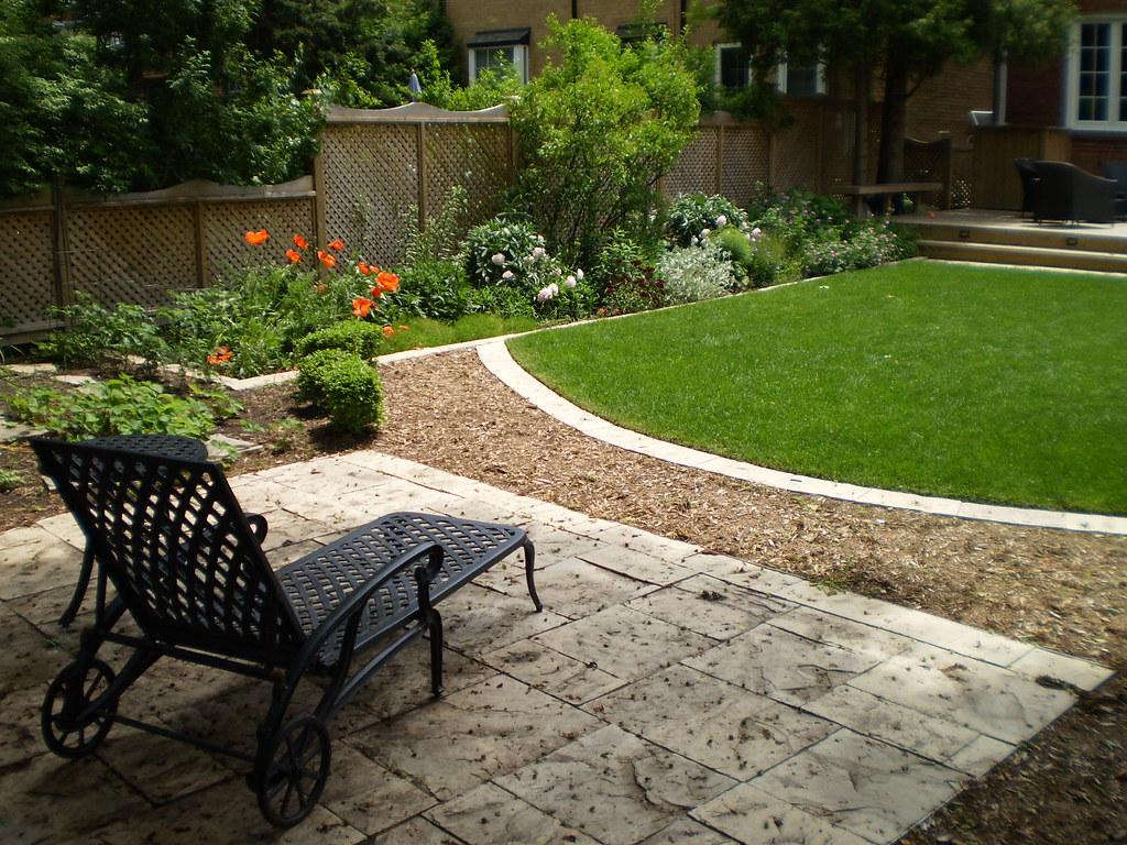 Backyard Landscape Design In Richmond Hill A Small Backyar Flickr