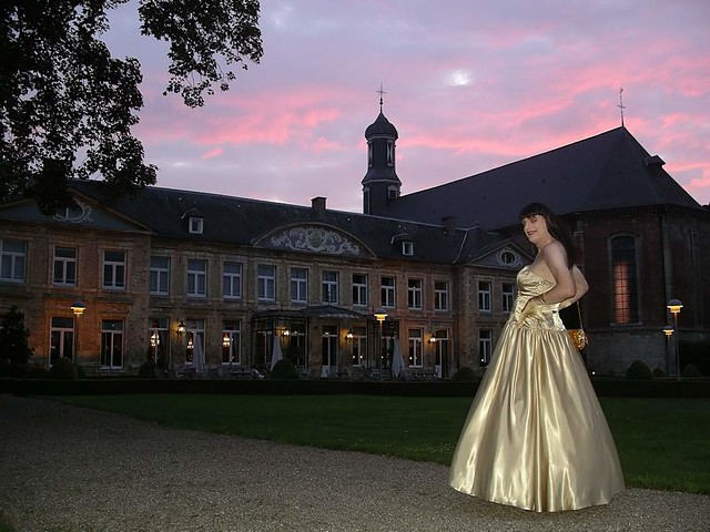 Dark castle, golden lady
