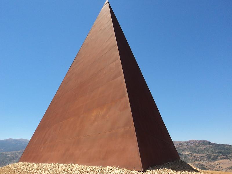 Piramide del 38° parallelo