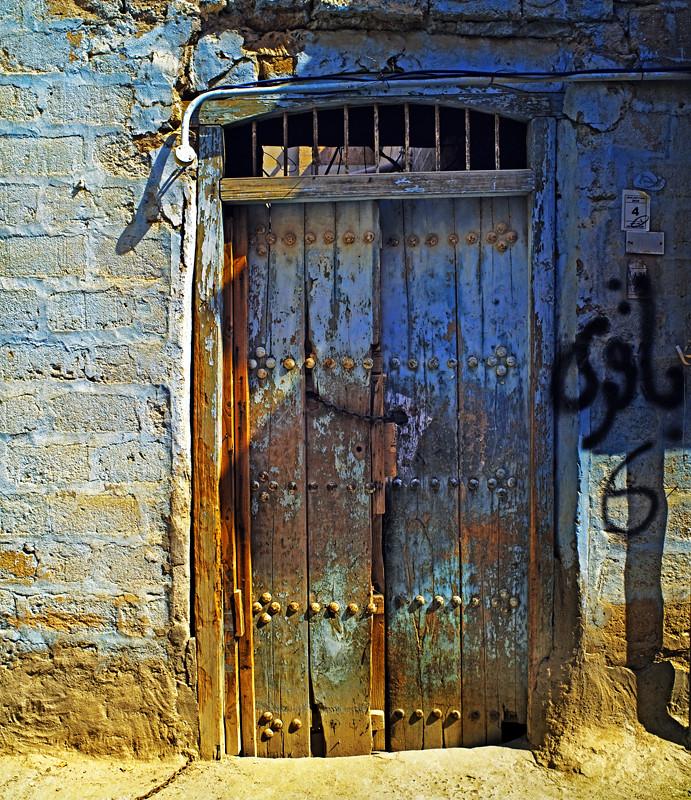 AUGUST 2010 (OLD KUWAITI DOOR -KUWAIT CITY SHARQ)   Saqer